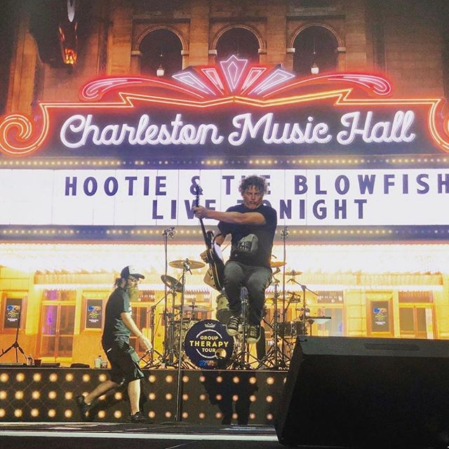 One more from last night - awesome shot of @markbryanmusic doing his thing in front of one of my favorite video designs in the show #videodesign #motiongraphics #hootieandtheblowfish @hootieofficial #madisonsquaregarden #hootieandtheblowfishconcert #concertdesign