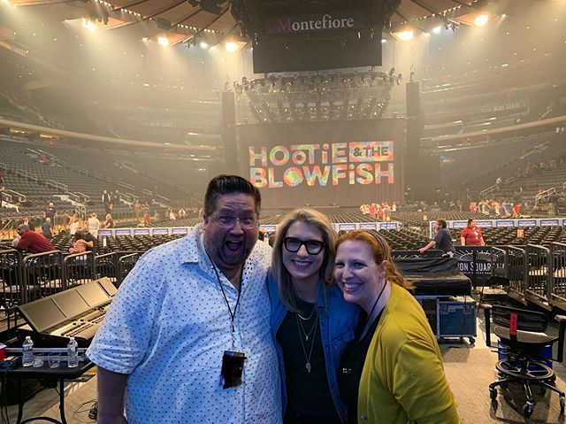 So incredibly grateful for friends like these. Hootie and the Blowfish at MSG night 1 crew was 💯. Absolutely unforgettable night. I love you all so so so much @georgia.ls @hootz @ashliz @dchaoz #hootieandtheblowfish #concertdesign #videodesign #projectiondesign #madisonsquaregarden