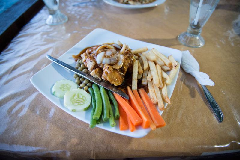 food-at-Yougwa-lake-resturant-Papua-Indonesia-naomi-vandoren