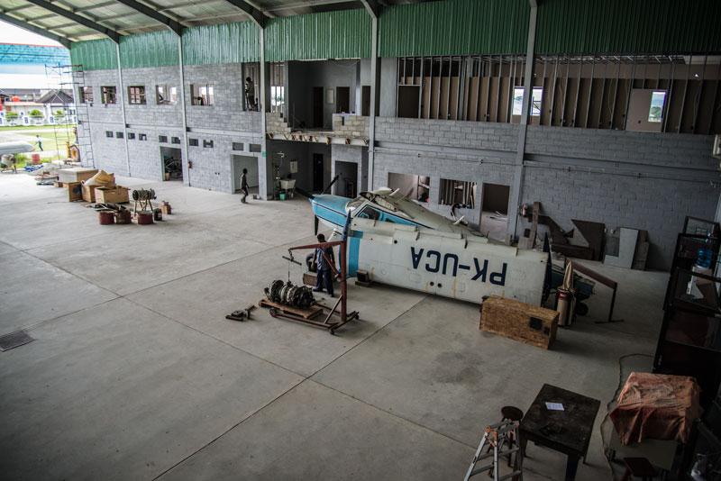 YAJASI-hanger-Sentani-Indonesia-4-Naomi-Vandoren.jpg