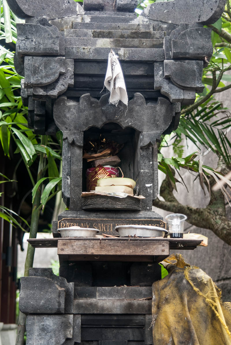 Offering Indonesia Trip Kuta Bali-Naomi-VanDoren-1-2.jpg