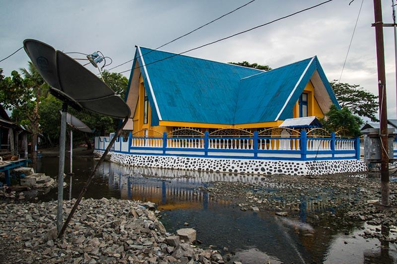 church lake sentani papua Indonesia Naomi VanDoren.jpg