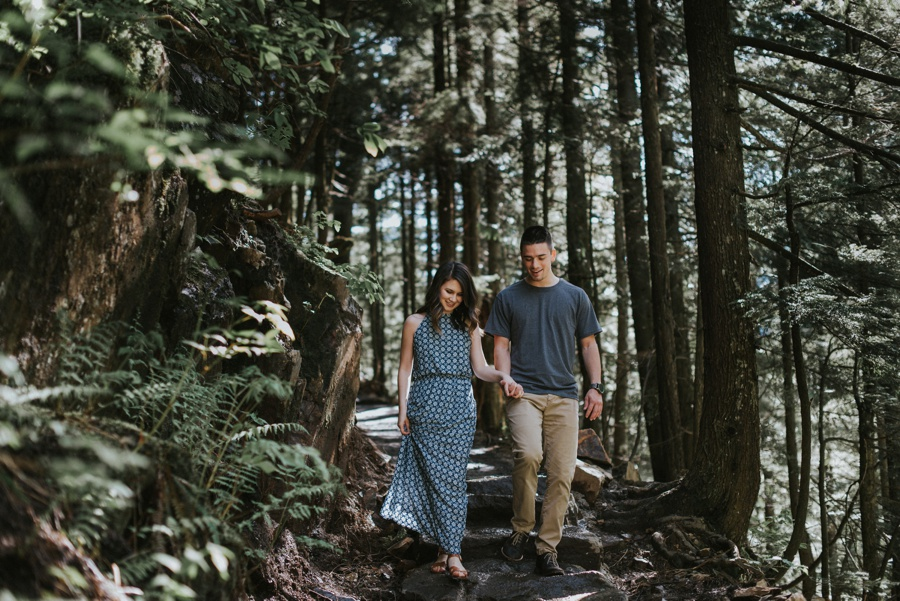 couple walks down path to franklin falls