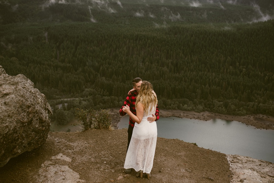 rattlesnake ledge elopement