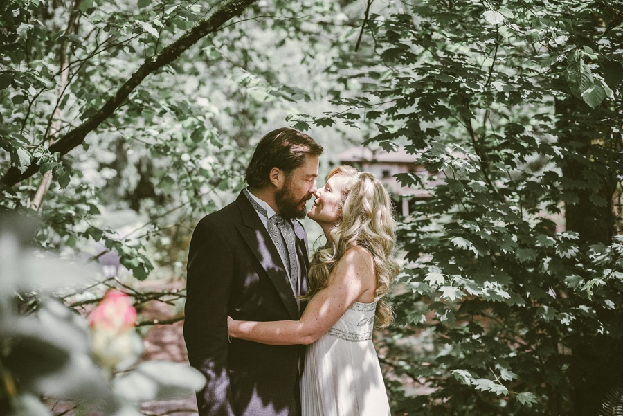 couple eloping at snoqualmie falls