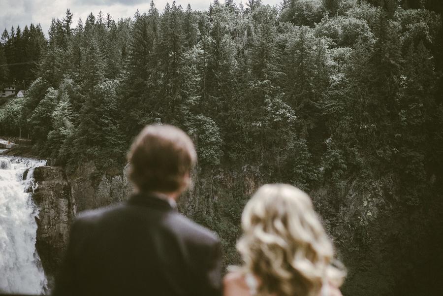 snoqualmie falls elopement photographer