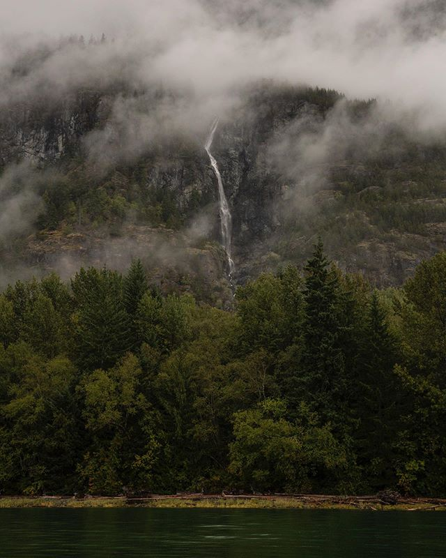 Moody Misty Fall 📷 @moskowitz_david  #kimsquitbaylodge