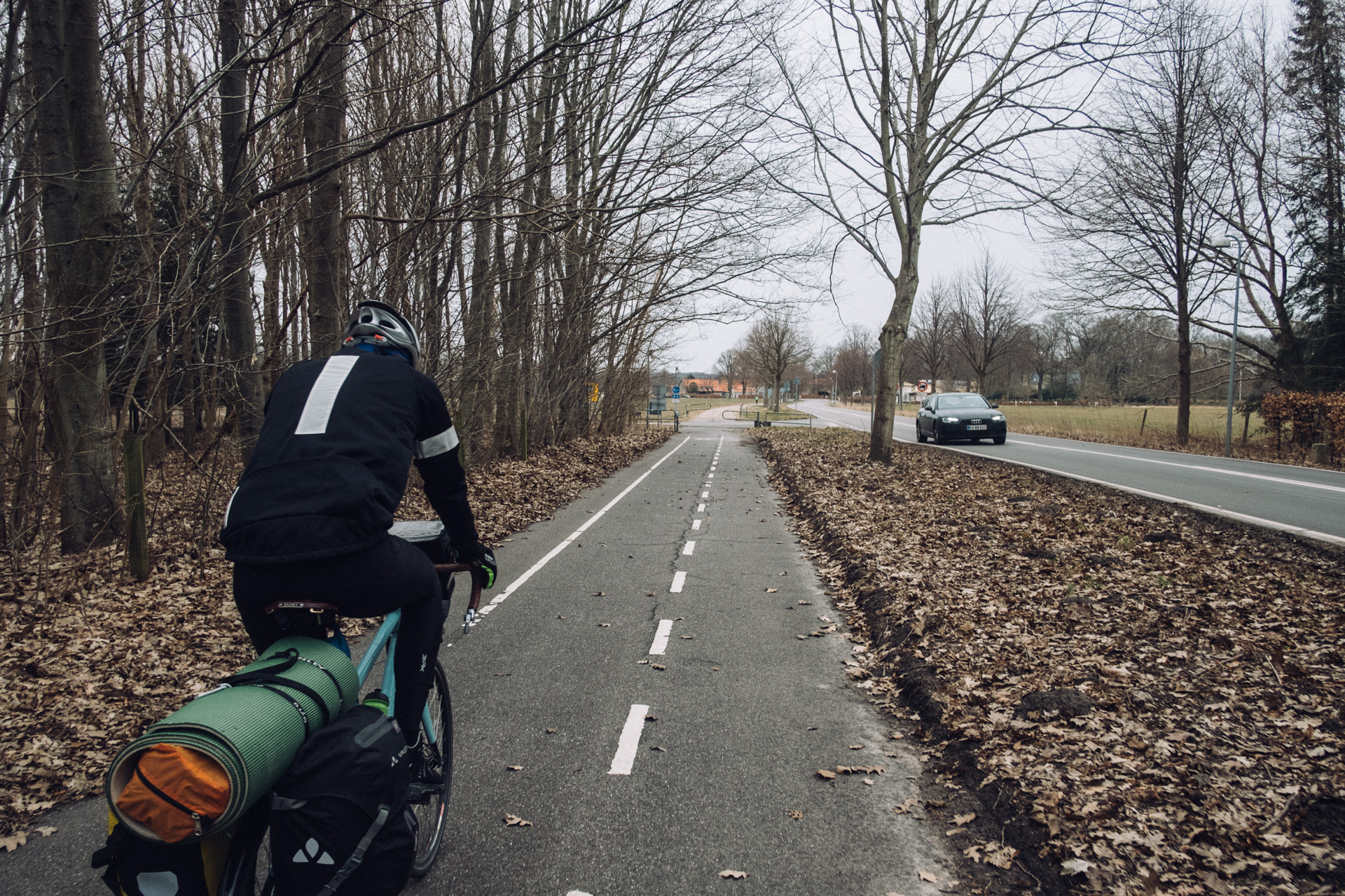 We're following several bike-paths on our way north, here going north from Copenhagen along the Strandvejen, a street famous for its architecture.