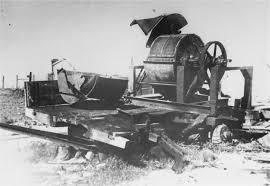 Maszyna do mielenia kości używana podczas  Akcji 1005 , obóz koncentracyjny Janowski (więźniem tego obozu był Szymon Wiesenthal) (źródło:  collections.ushmm.org )