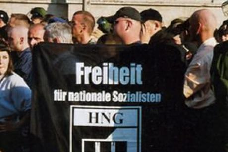 """""""Działacze""""  HNG  (źródło:  http://www.euractiv.com/justice/germany-outlaws-leading-neo-nazi-news-507847 )"""