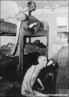 """Pacjenci"" dr Ariberta Heim w obozie Mauthausen(źródło:  http://www.lloviendopiedras.com/2010_11_01_archive.html )"