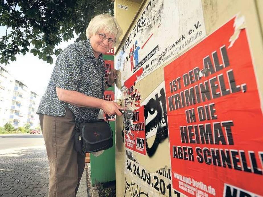 """Irmela Mensah-Schramm     podczas """"pracy"""" (źródło:  www.tagesspiegel.de )"""