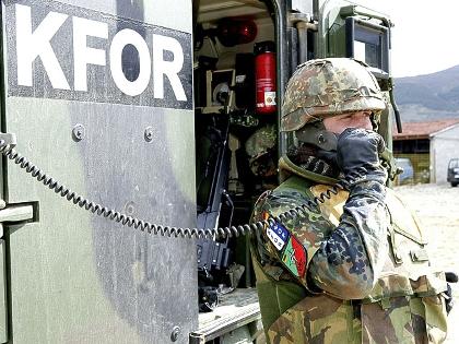 Żołnierz Bundeswehry w Kosowie w ramach misji KFOR-Kosovo Force (źródło:   www.bundeswehr.de )