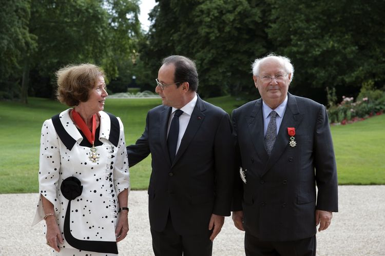 Beate and Serge Klarsfeld with President François Hollande after the official ceremony of decorating the couple with insignia of the Legion of Honor at the Elysee Palace in Paris, 20 July 2014 (source:    www.liberation.fr   ; picture: Philippe Wojażer. AFP)