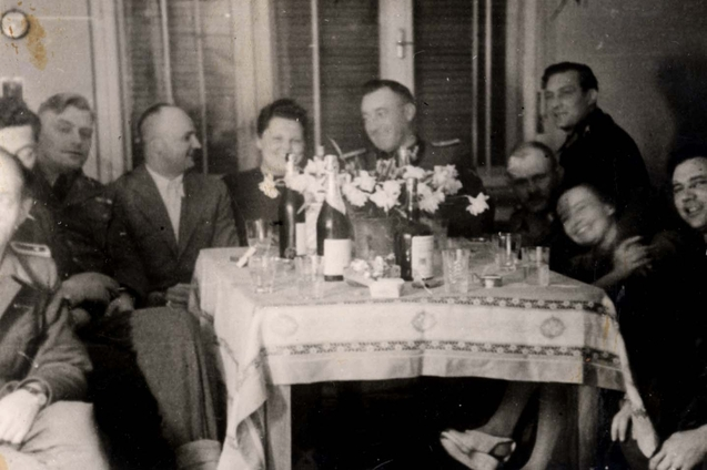 Gustav Wagner (on the right, in the center Franz Stangl) during a dinner at Sobibor (source:    http://www.forosegundaguerra.com/viewtopic.php?t=16297   )