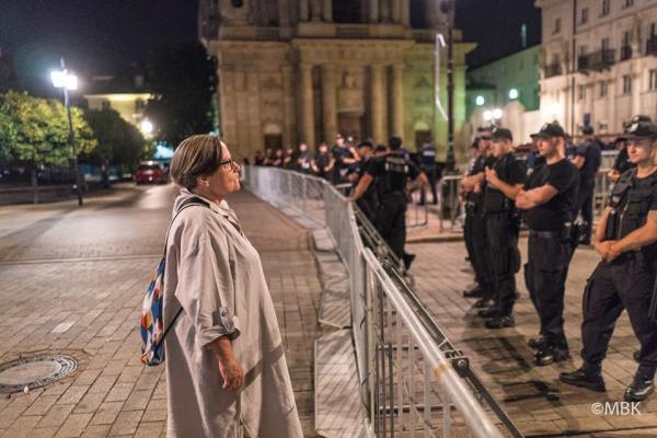 Fot.: Agnieszka Holland w Warszawie w przeddzień miesięcznicy 9 sierpnia 2017 roku.