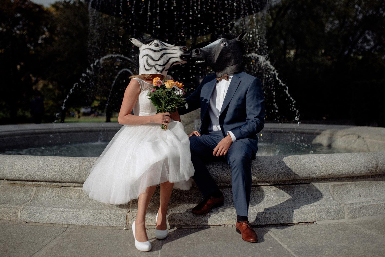 Ewa & Patryk - Gabriel jest świetnym fotografem, dzięki niemu mamy najpiękniejszą pamiątkę jaką tylko można sobie wymarzyć :) wracamy wspomnieniami do dnia ślubu, a reportaż, który dla nas wykonał oddaje cały klimat imprezy. Gabriel wnosi bardzo pozytywną energię, dzięki której nawet sesja w maskach zwierzaków w centrum Warszawy stała się super niezapomnianą przygodą.