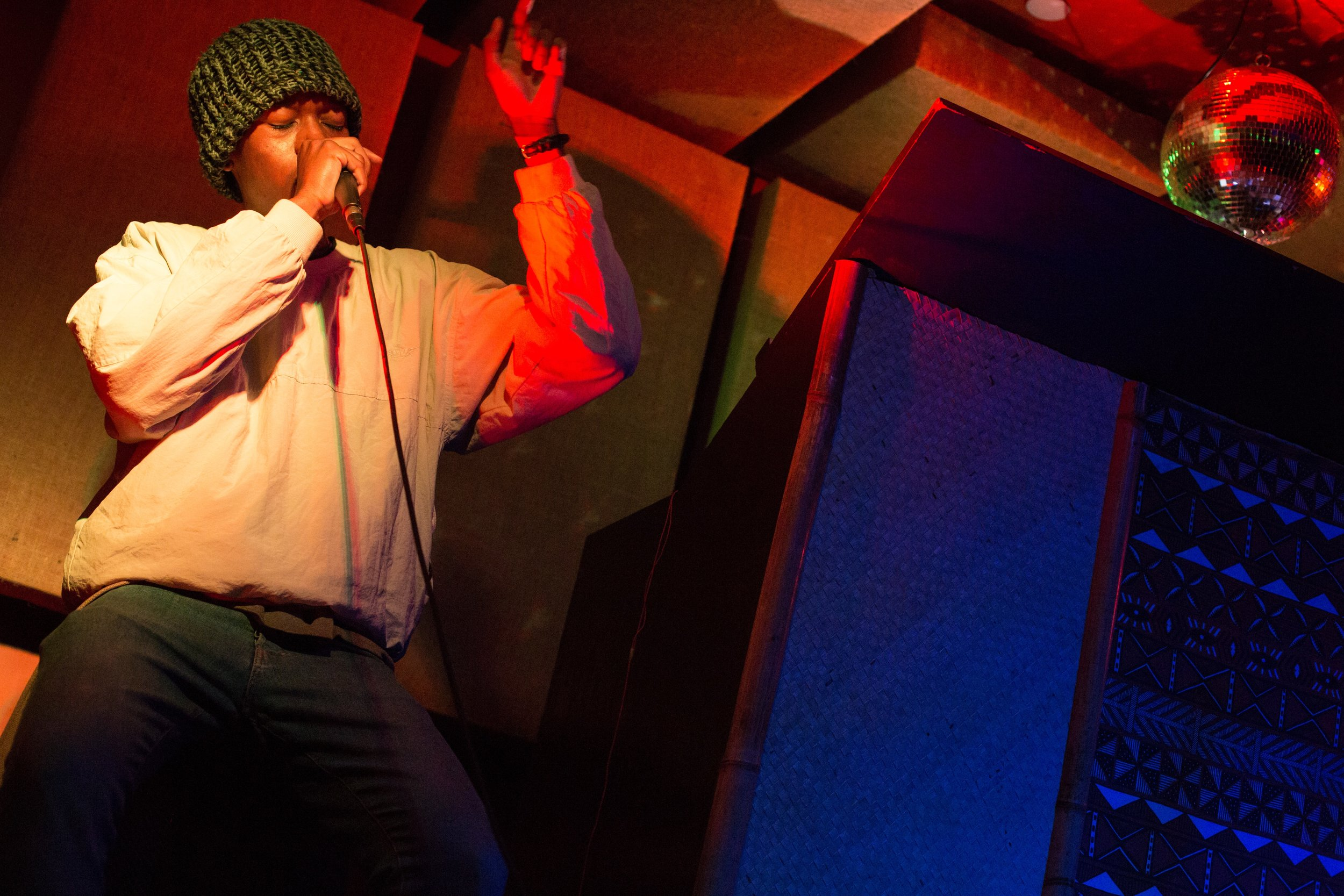 Deem Spencer breathing on the mic at The Safari Room. Photo courtesy of Sergio Carrasco.