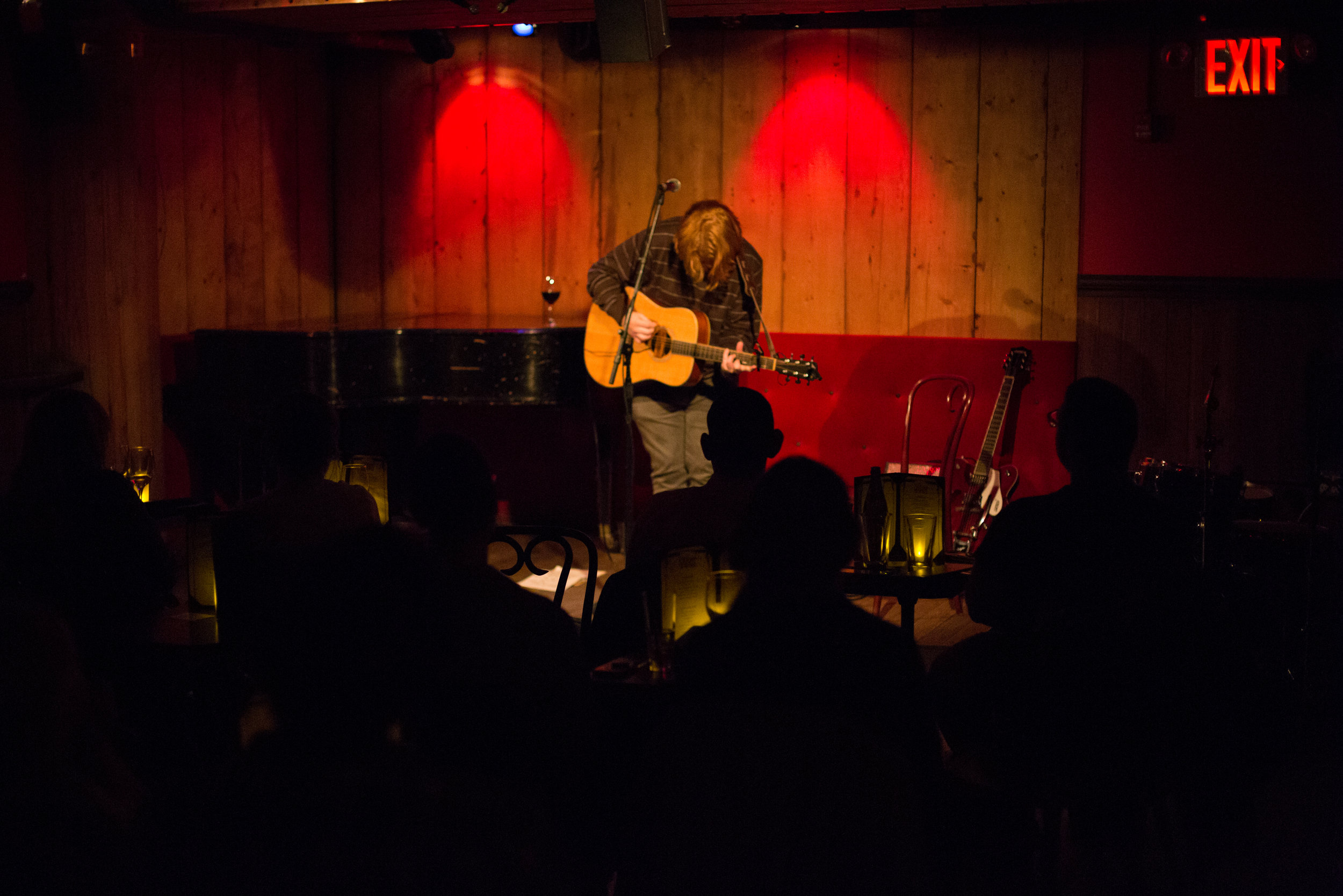 J. Alan Schneider performing a quaint acoustic show in front of a Lower East Side crowd at Rockwood Music Hall, Stage 3. Photo courtesy of Sergio Carrasco.