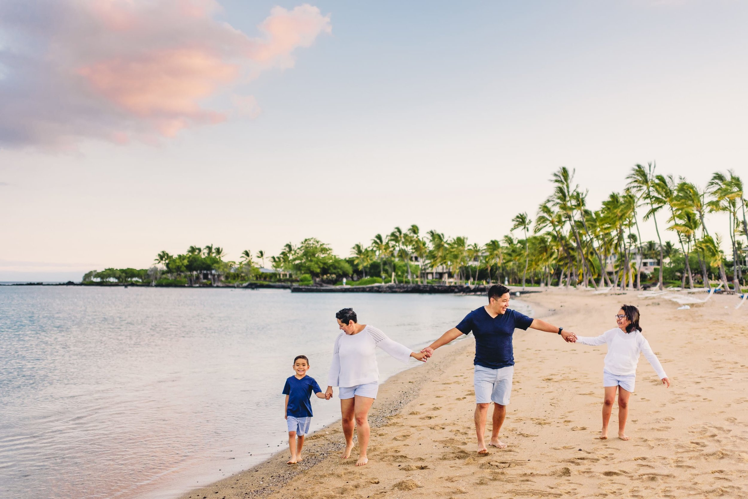 Waikoloa-Beach-Sunrise-Family-Photographer4-1.jpg
