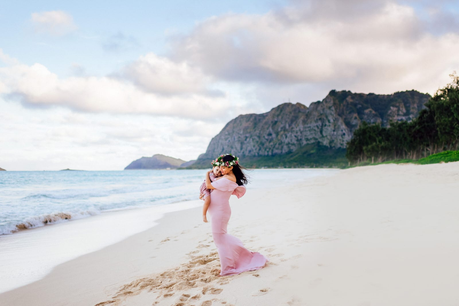 Oahu-Maternity-Photographer-Love-Haku-Flower-Crown-Water-7.jpg