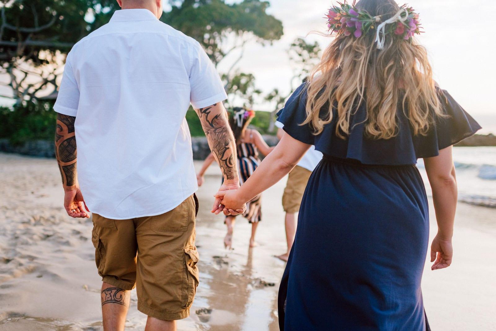 Family-Photographer-Mauna-Kea-Hotel-Large-Family-Colorful-Sunset-24.jpg