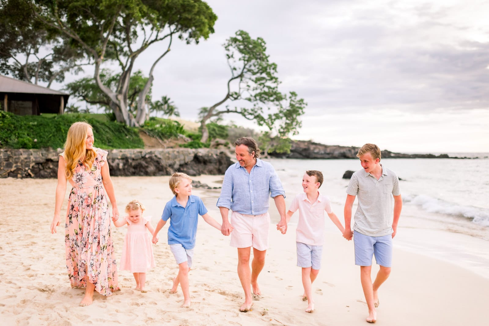 family-beach-photos-mauna-kea-beach-hawaii-pastel-outfits-4.jpg