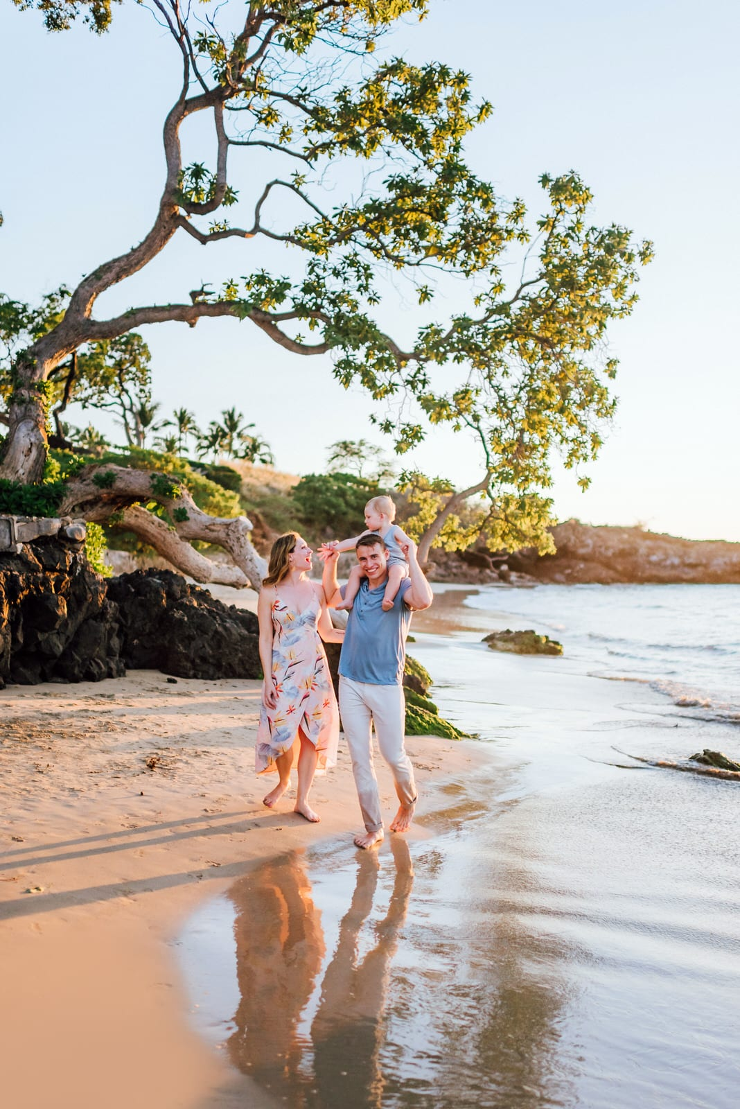 Family-Photographer-Mauna-Kea-Hotel-Large-Family-Colorful-Sunset-11.jpg