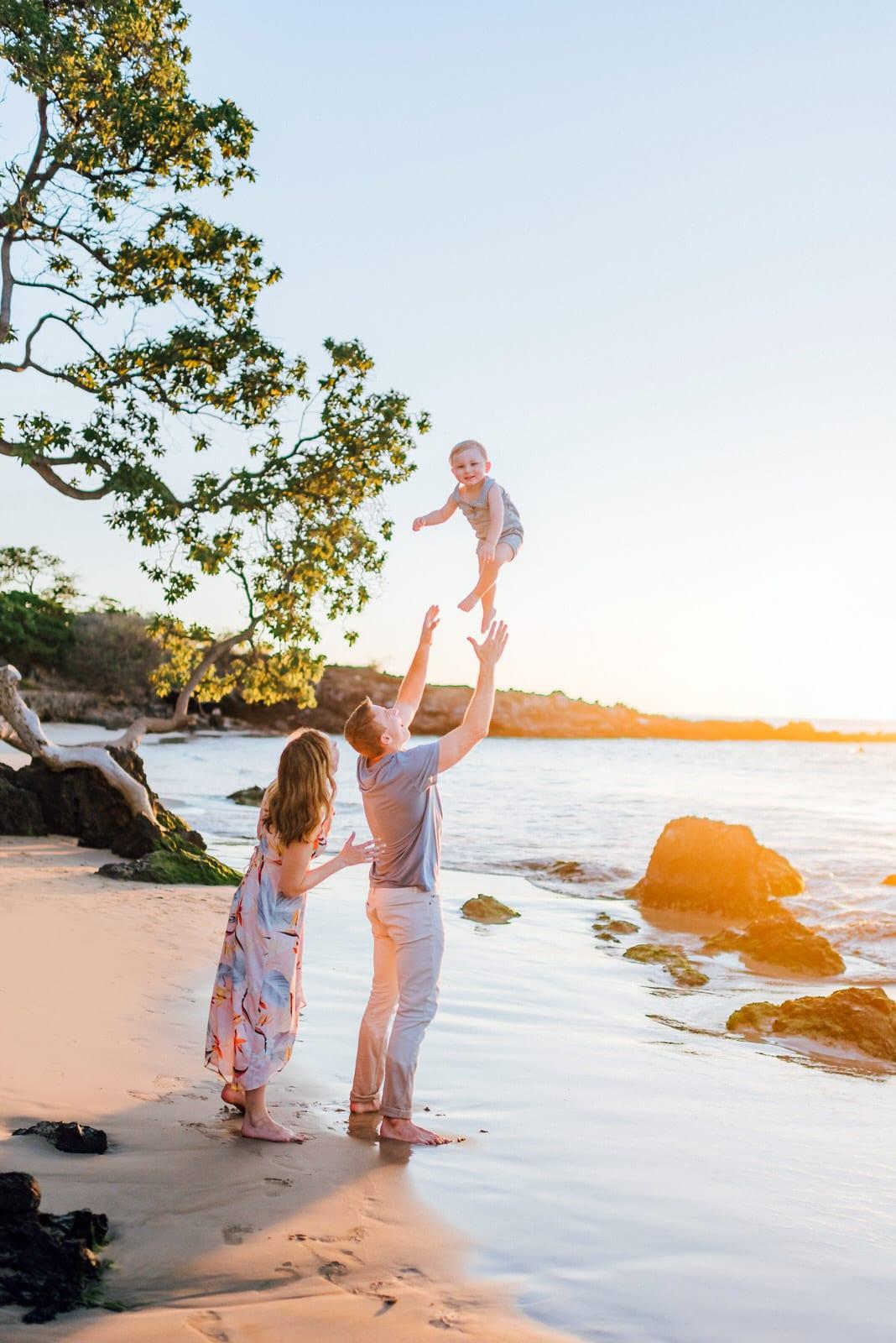 beach-family-photos-hawaii-flower-crown-12.jpg