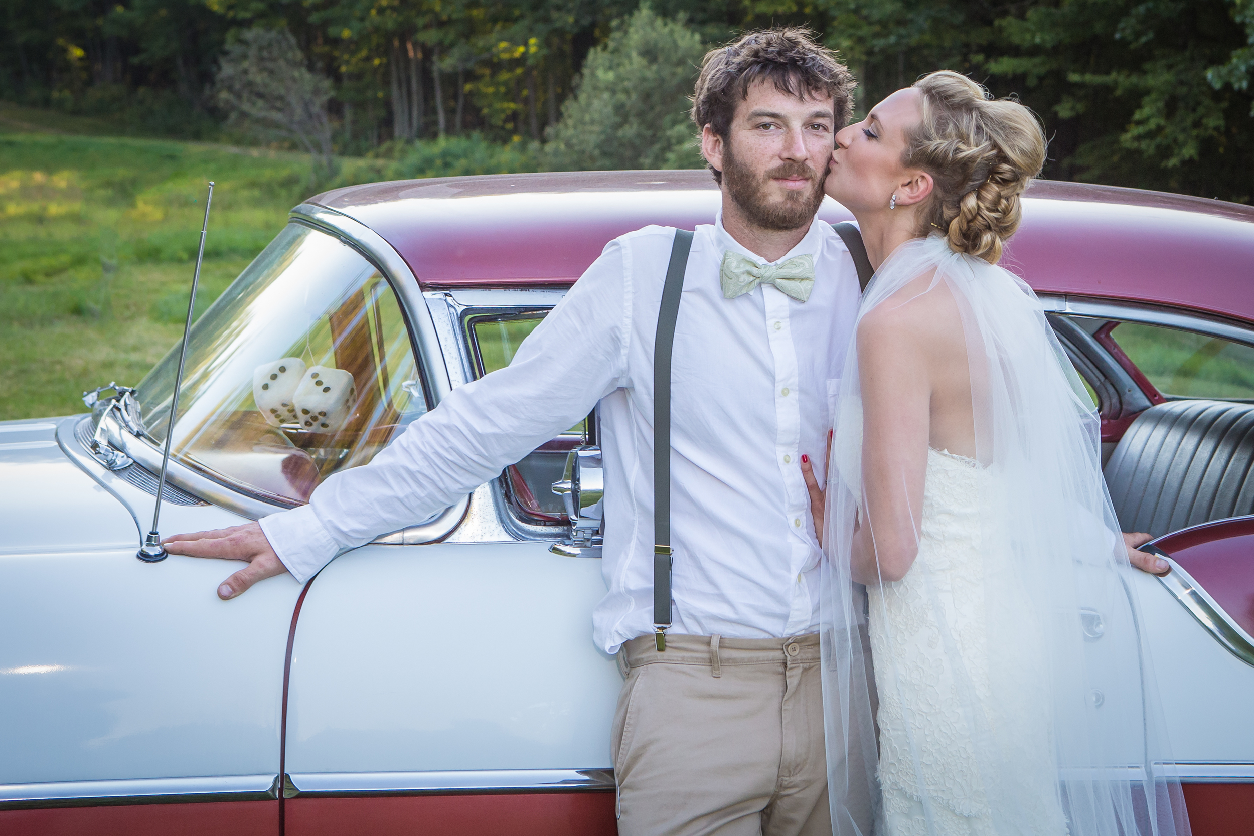 wedding bride groom kiss old car.jpg