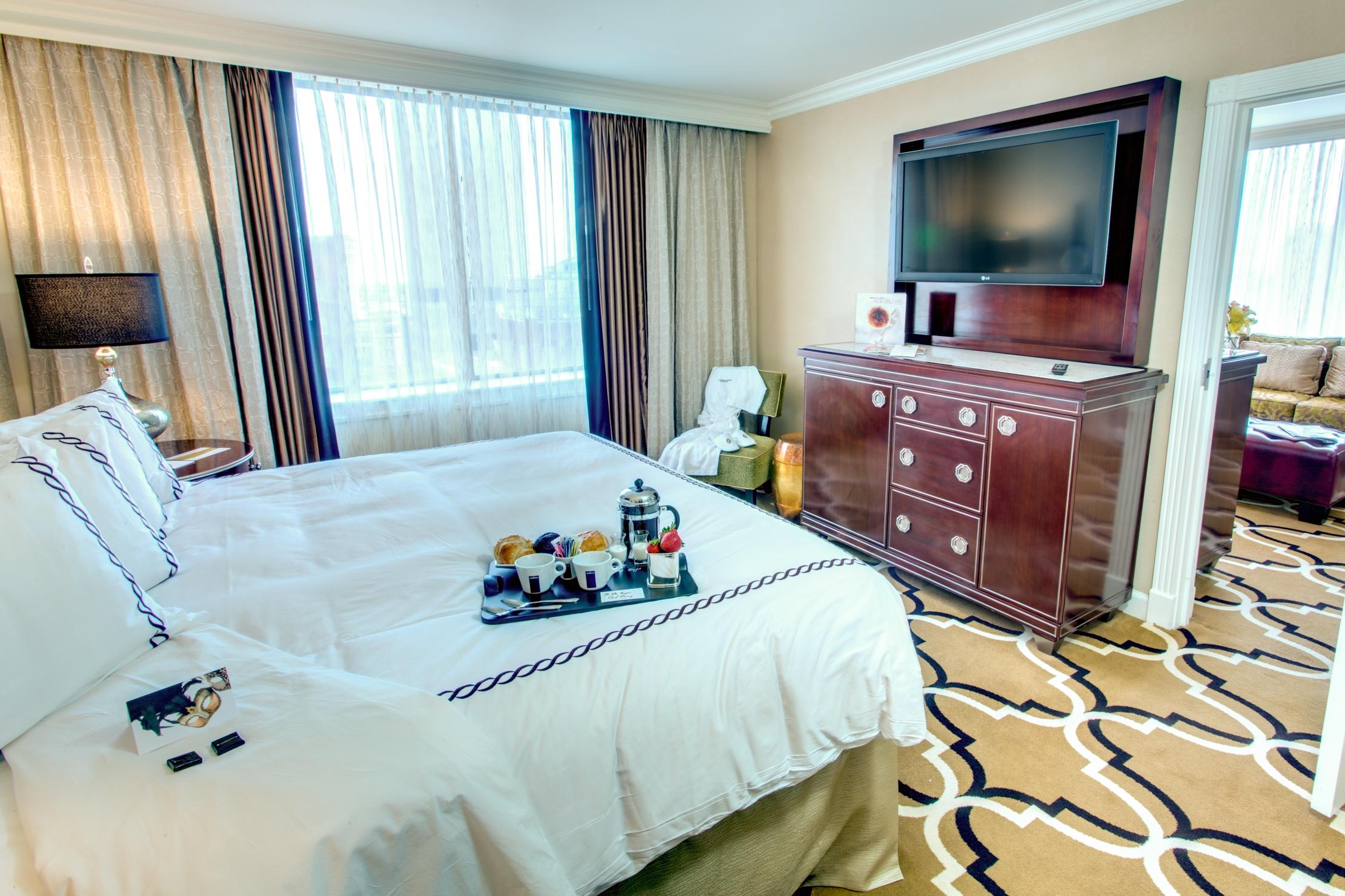 Guestroom Suite King.jpg