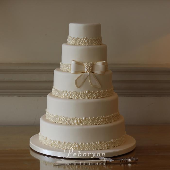 May-7th-2016-Peboryon-Cornwall-Wedding-Cake-Maker-Boconnoc-Pearls-Cake.jpg