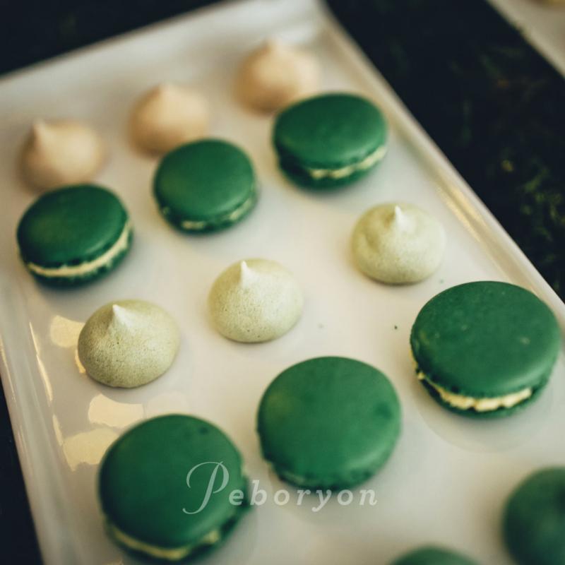 170426-peboryon-wedding-cake-collection-foliage-green-hoop-leaves-close-up.jpg