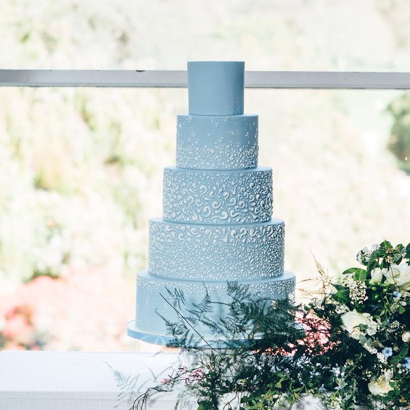 170426-peboryon-wedding-cake-collection-boconnoc-blue-white-piped-celebration.jpg