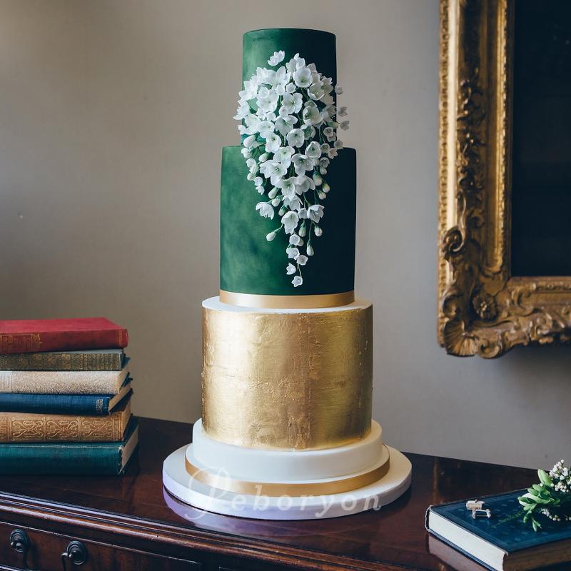 170426-wedding-cake-collection-boconnoc-green-gold-white-sugar-flowers-metallic.jpg