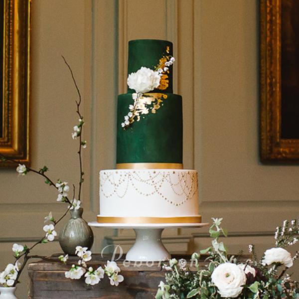 phil_jensen_christine_jensen_peboryon_cornwall_wedding_cake_green_gold_leaf_boconnoc.png
