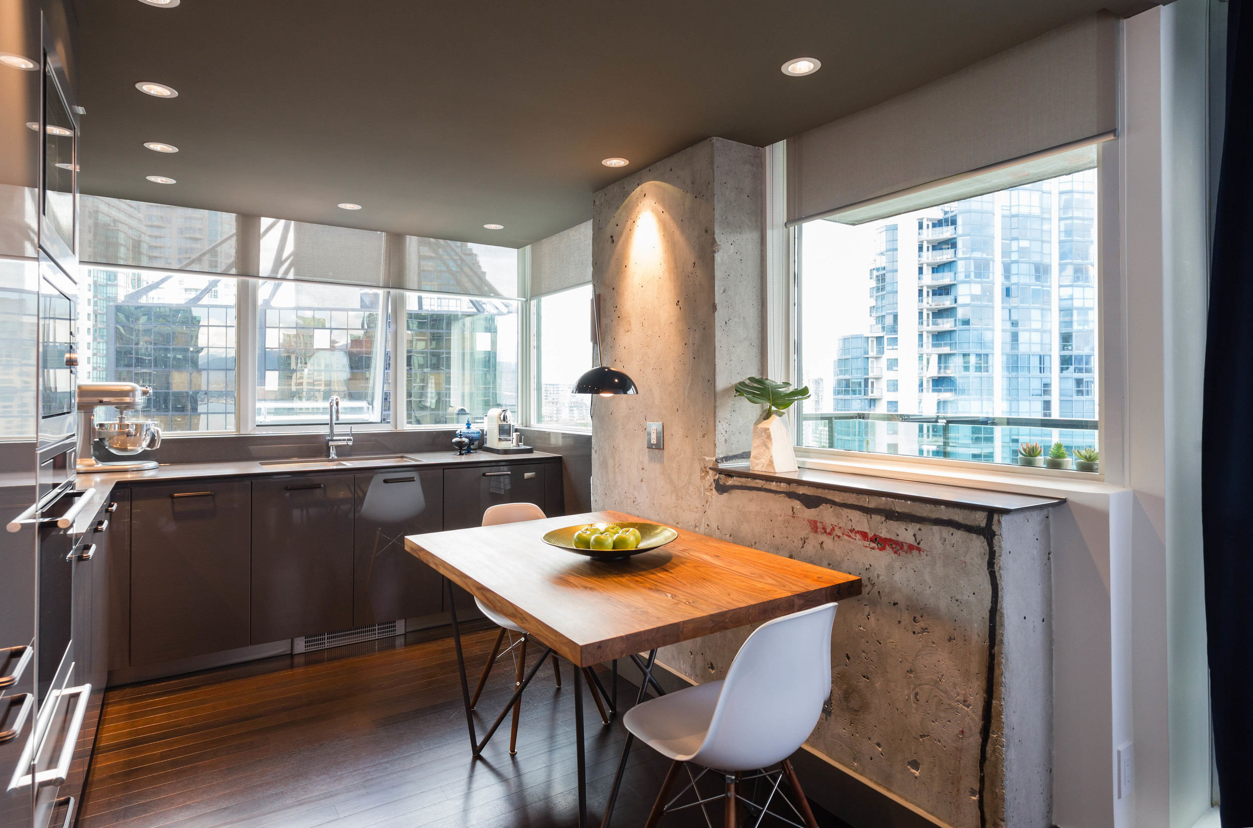harbour-in-the-skies-condo-renovation-12.jpg