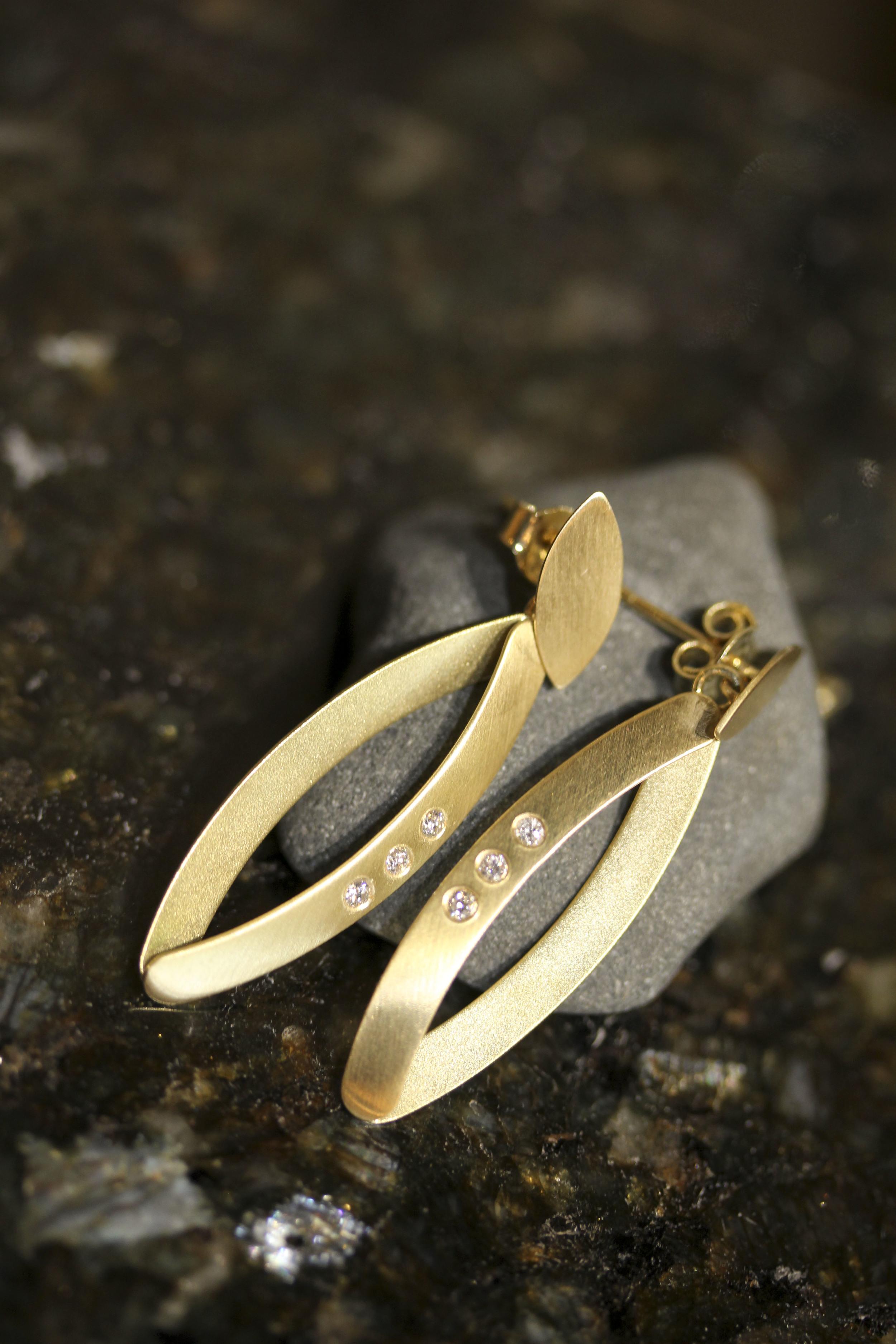 14k gold dangle earrings w/diamond accent