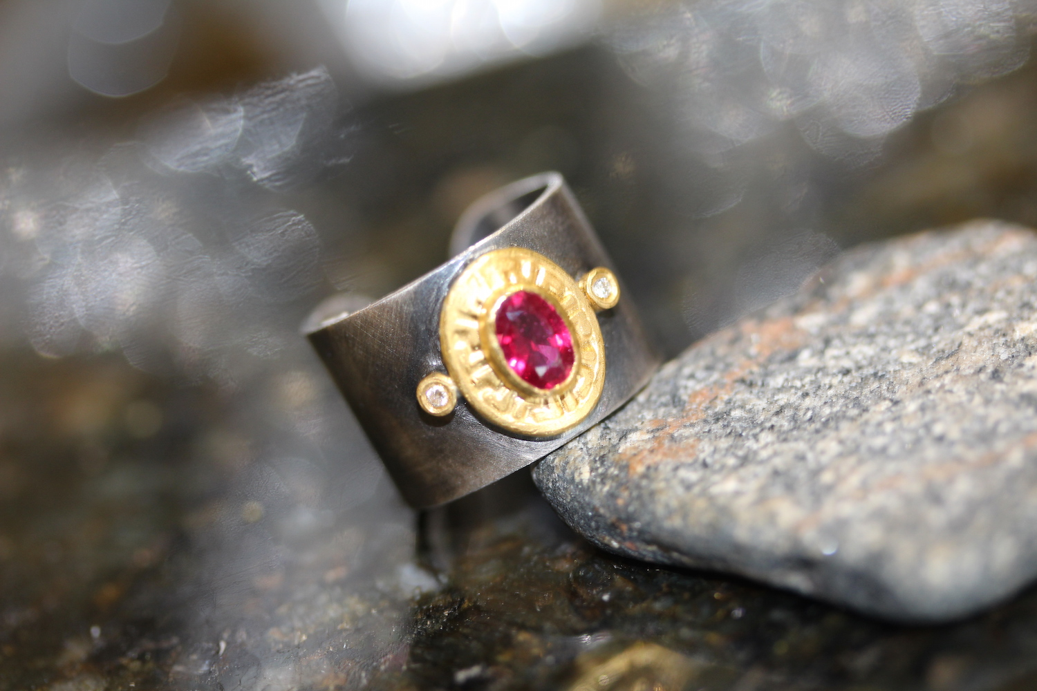 unique ring with 18k gold & ruby accents