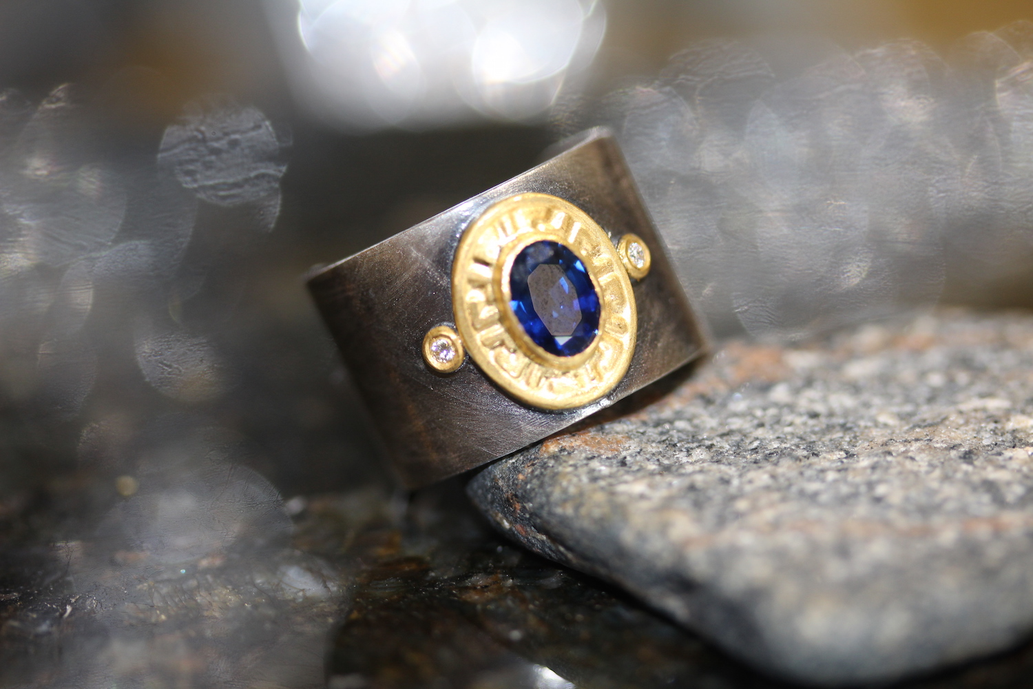 unique ring with 18k gold & sapphire accents