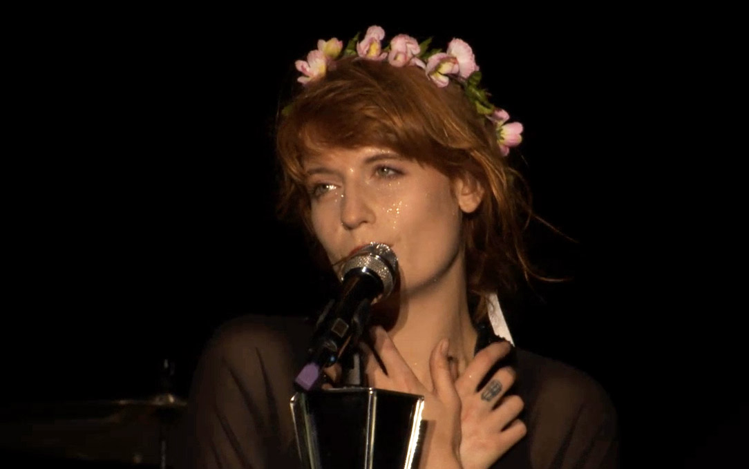 Florence_Welch_of_Florence_and_the_Machine_performing_at_Coke_Live_2013_in_Kraków,_Poland.jpg