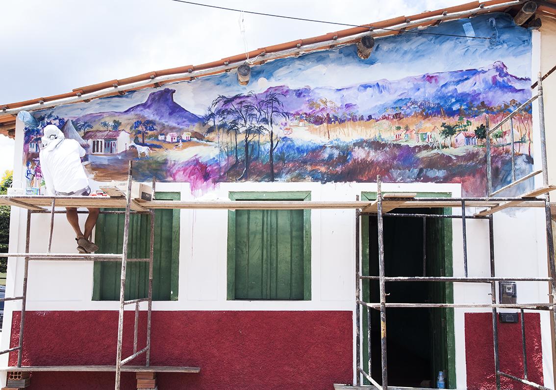 Murais do Salomão Zalcbergas por toda a cidade, um prazer ver o cara em ação. Pode chamar de artista urbano?