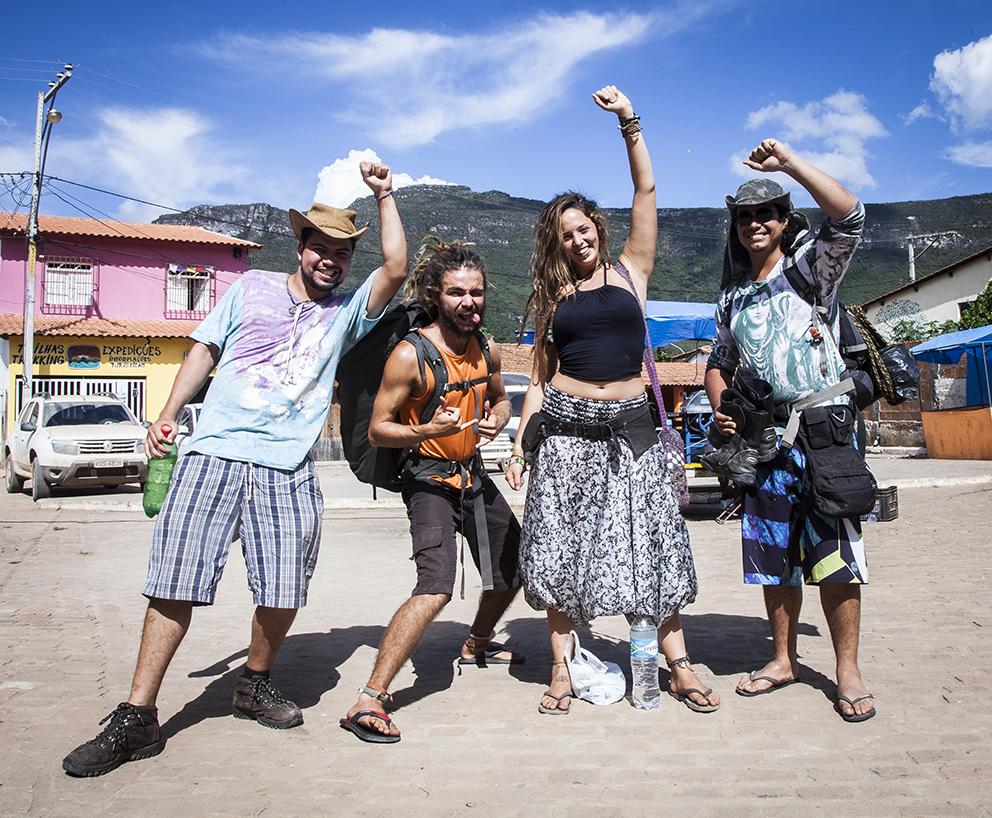 Reencontramos os Sem Destino, um grupo com quem cruzamos na trilha do Pati e que tinha o objetivo específico de se manter perdido até dar na telha. Foi tipo reencontrar pequenos herois da resistência roots.