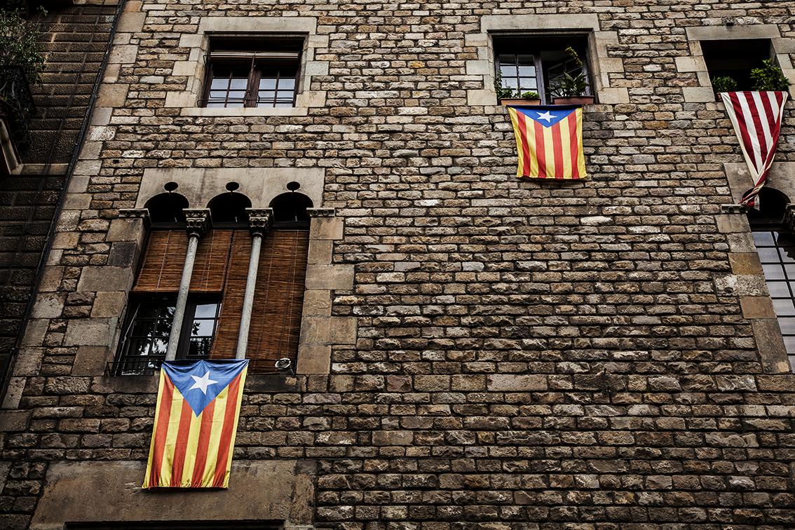 os desejos de independência em cada janela.