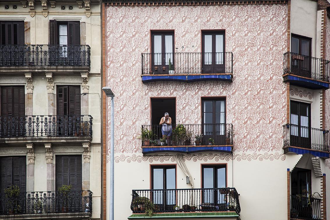 as varandas de Barcelona que vão ficando menores à medida que os andares vão subindo.