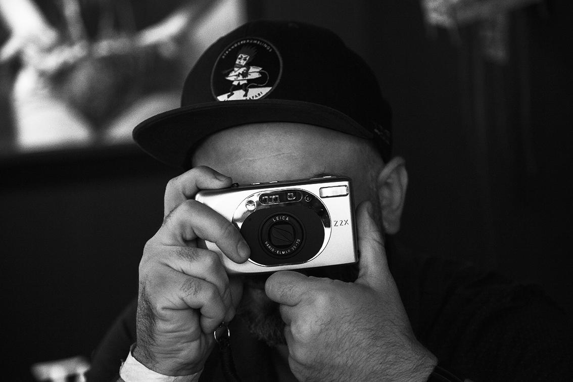 O marginal por trás dessa outra câmera tem uma seleção das mais impressionantes sobre o início da cena de rua paulista. Acompanhar os registros raros da evolução do Herbert Baglione e companhia foi um dos maiores aprendizados da feira.