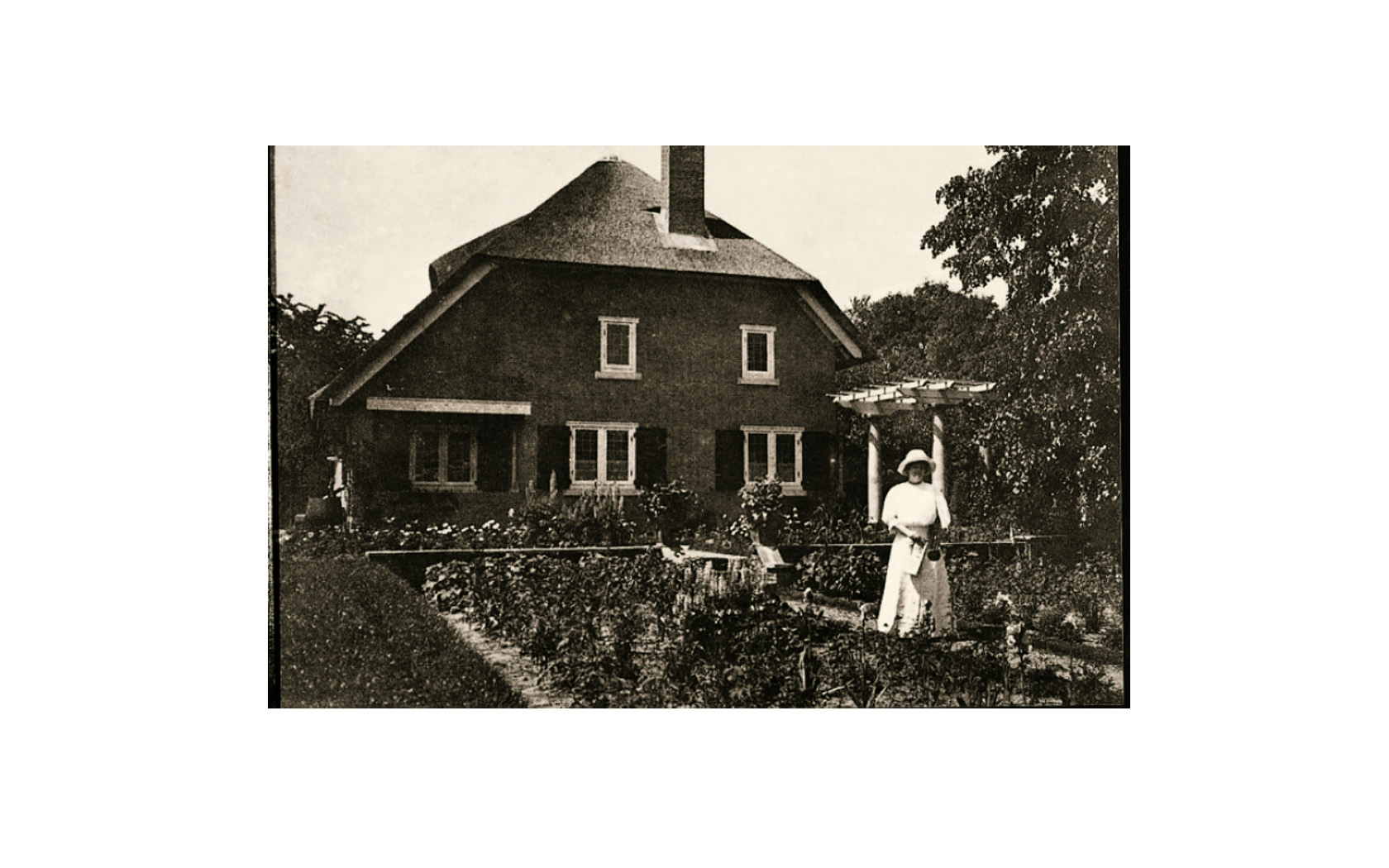 Its heart is the 1911 villa of William and Anna Singer, American art collectors, and artists, who moved to Laren because of its artistic scene and the inspiring landscape.