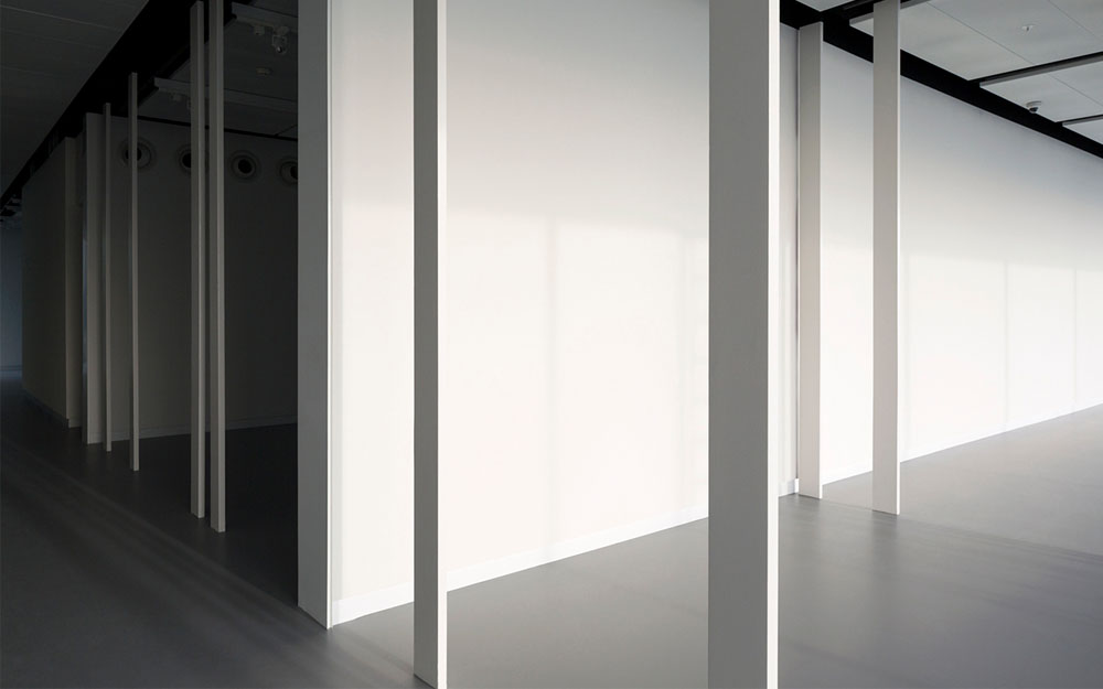 The unique construction, made of massive steel slabs, is left standing to keep an image of the original rooms. At the same time, these seemingly random slabs are perceived as objects on display themselves, exhibited in the open space.