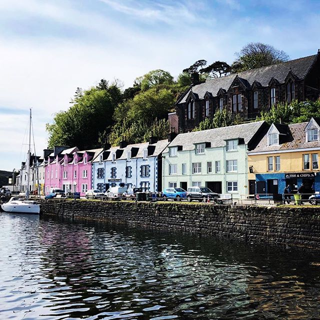 Beautiful Portree Harbour #isleofskye #candycolours #sunstillshining