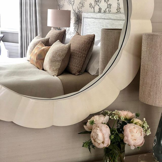 Photoshoot day...always one of the most rewarding days of a project where we get to see all of our hard work in its best light. It also helps that it is a magnificent day in London #interiordesign #londoninbloom #interiordetails